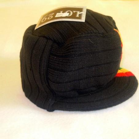 Chapeau noir avec lignes verte jaune et rouge