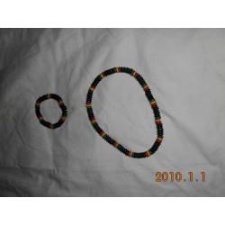 colliers + bracelets grosses perles noires vert jaune rouge