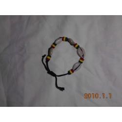 bracelet en cori blanches vert jaune rouge